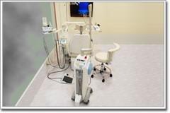 【レーザー治療器】今までの歯科治療といえば「抜く」「削る」「痛い」などといった不快なイメージが強かったのですが、レーザーは、痛みを和らげ、「抜く」や「削る」ことを最小限にします。